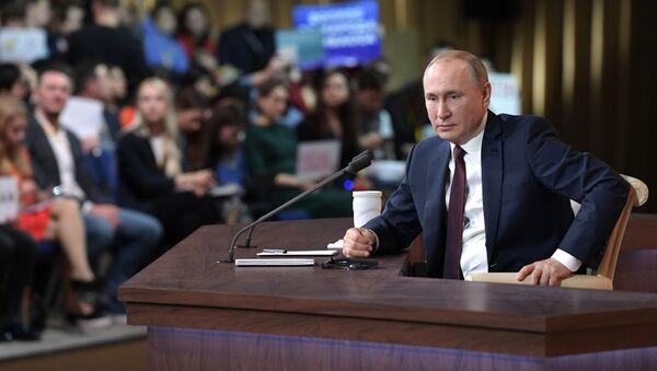 Президент РФ Владимир Путин на большой ежегодной пресс-конференции в Центре международной торговли на Красной Пресне - Sputnik Грузия