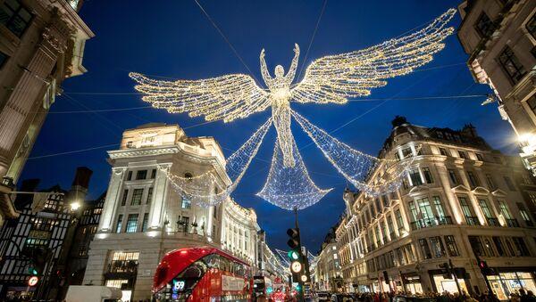 Рождественские украшения на Риджент-стрит в Лондоне - Sputnik Грузия