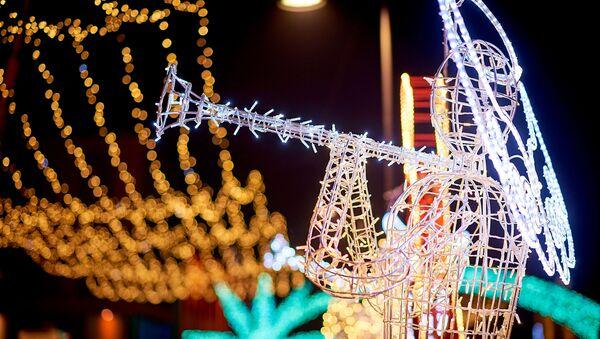 Праздничная иллюминация на площади Орбелиани. Новогодние украшения в столице Грузии - Sputnik Грузия