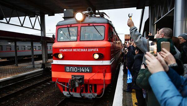 Прибытие пассажирского поезда  Москва – Симферополь - Sputnik Грузия