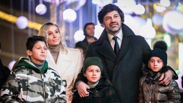კახა კალაძე და ანუკი არეშიძე შვილებთან ერთად - Sputnik საქართველო