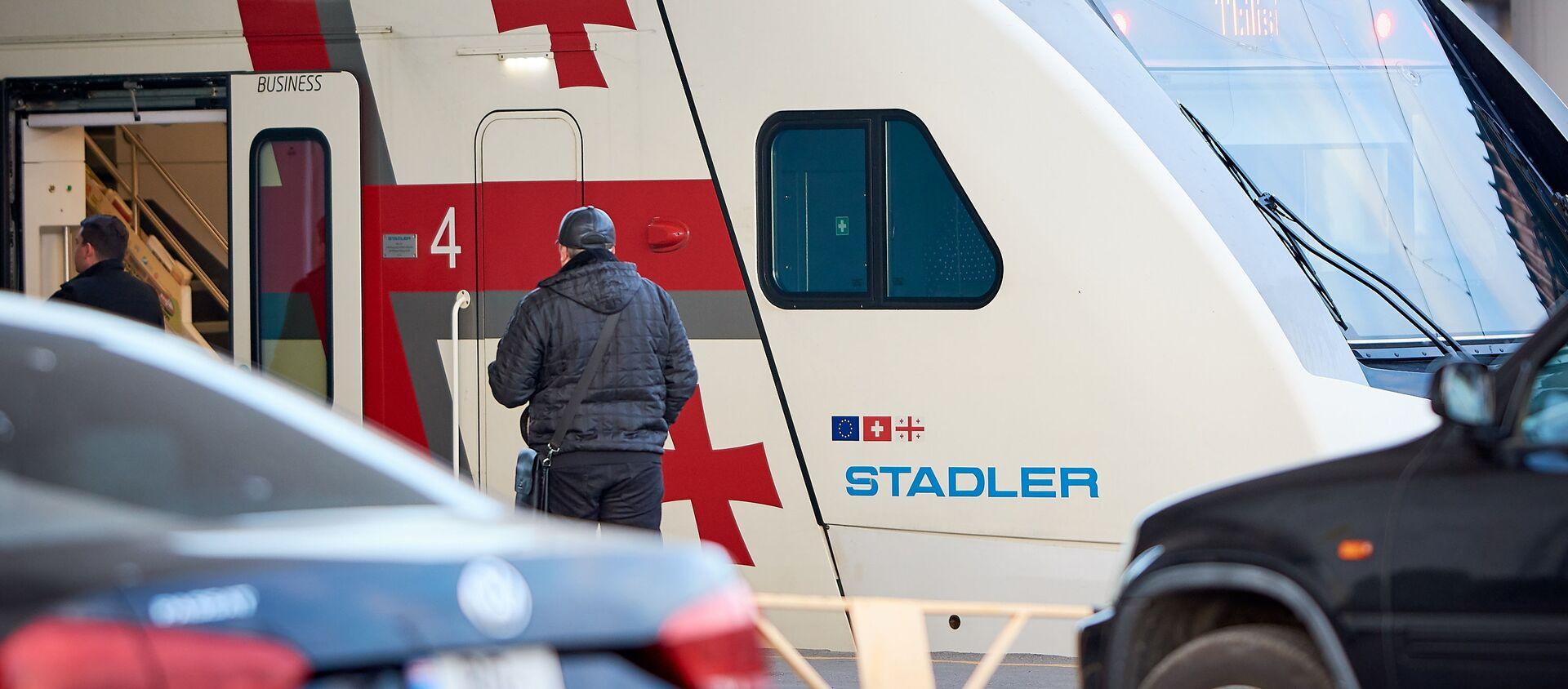 Двухэтажный пассажирский поезд Stadler выполняет рейс Тбилиси - Батуми - Sputnik Грузия, 1920, 12.03.2021