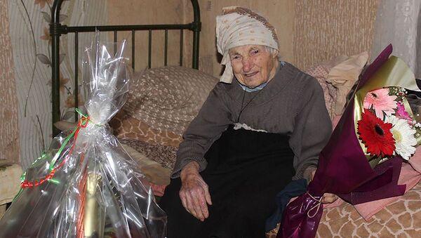 Жительница села Мандаети Чиатурского района Маро Цицвидзе-Мумладзе, которой 1 января исполнилось 100 лет - Sputnik Грузия