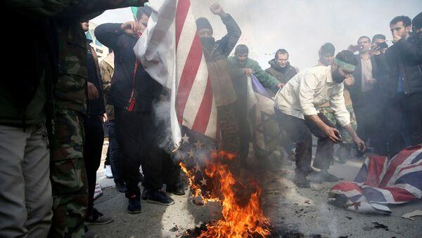 ირანელები აშშ-ის დროშას წვავენ - Sputnik საქართველო