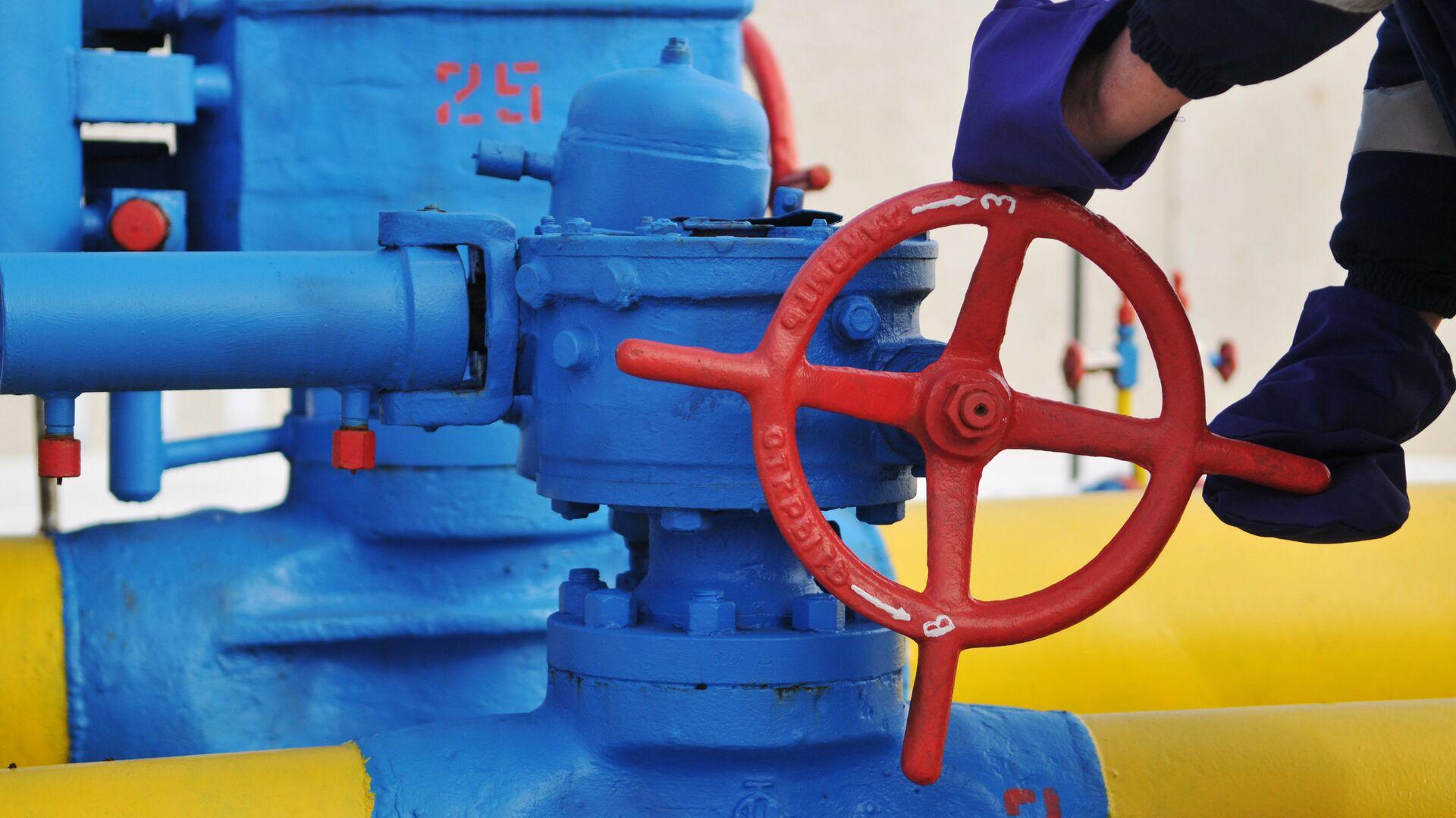Вентиль на трубопроводе газораспределительной станции Нежухив  - Sputnik Грузия, 1920, 10.09.2021