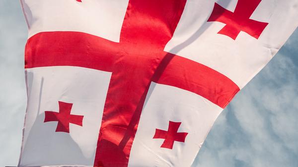 Грузинский флаг с пятью красными крестами - Sputnik Грузия