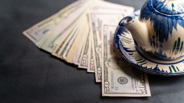 Доллары и чайник - Sputnik Грузия