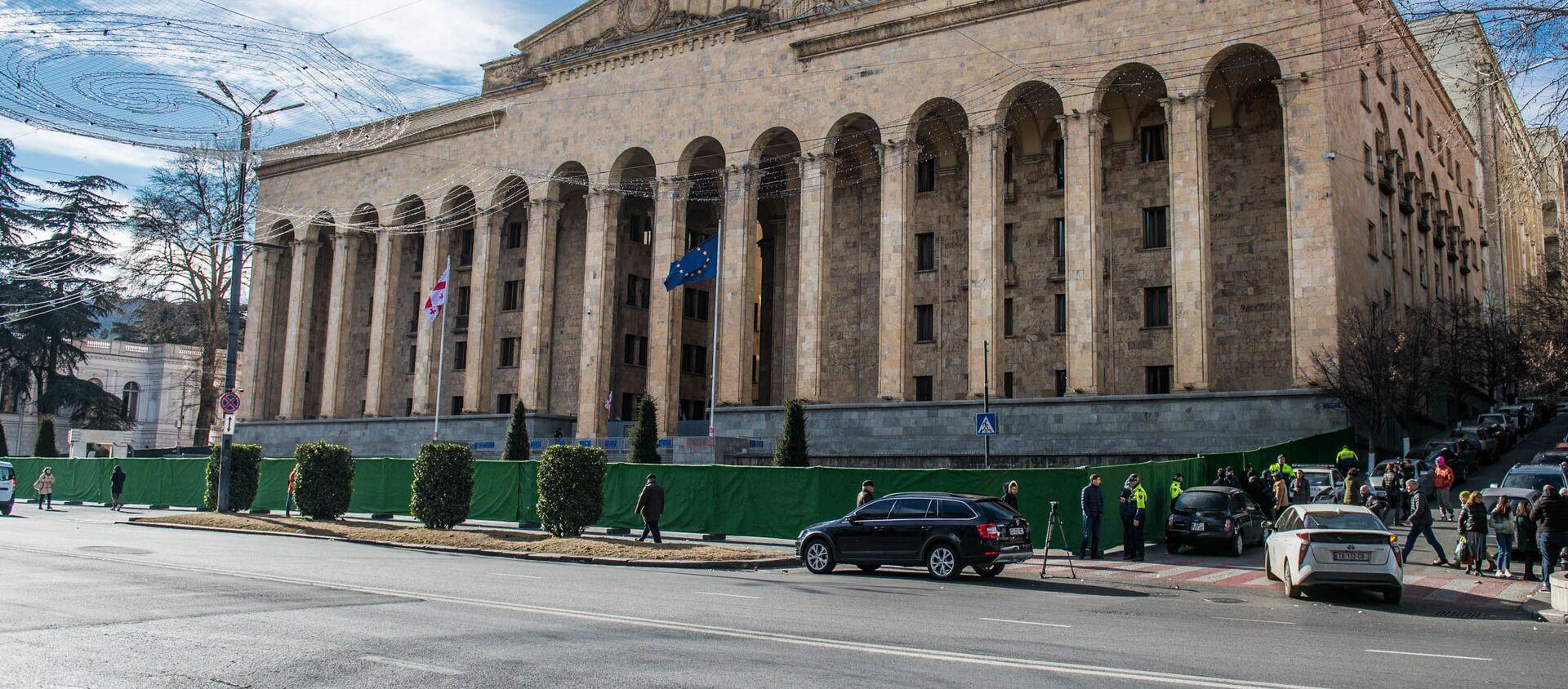 Ремонтные работы у здания парламента в столице Грузии - Sputnik Грузия, 1920, 15.07.2020