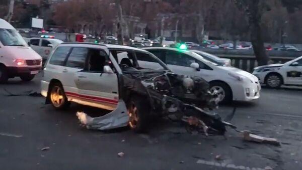Страшная авария в Тбилиси - люди спаслись чудом - Sputnik Грузия