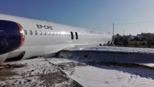 Самолет иранской авиакомпании Caspian Airlines выкатился за пределы взлетно-посадочной полосы при посадке в Махшахре - Sputnik Грузия