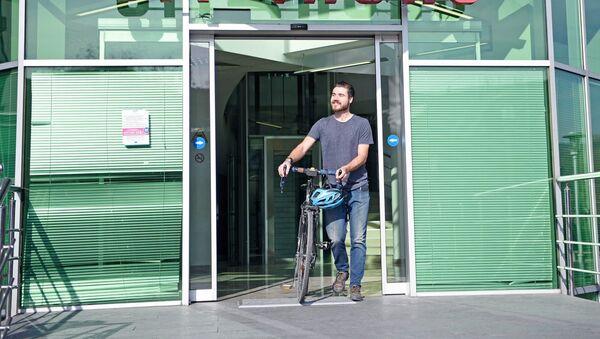Грузинская полиция нашла украденный велосипед британского туриста - Sputnik Грузия