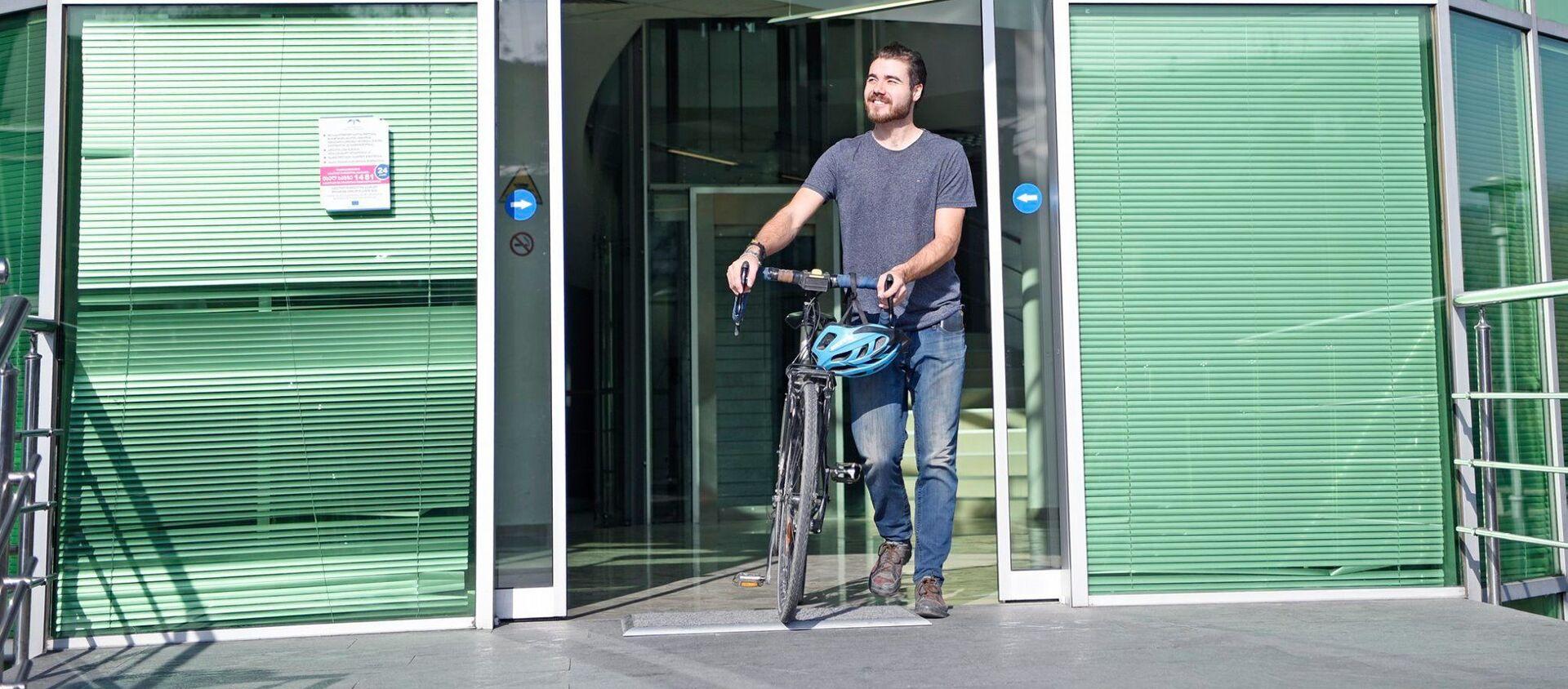 ბრიტანელ მოგზაურს თბილისში მოპარული ველოსიპედი დაუბრუნეს - Sputnik საქართველო, 1920, 28.01.2020