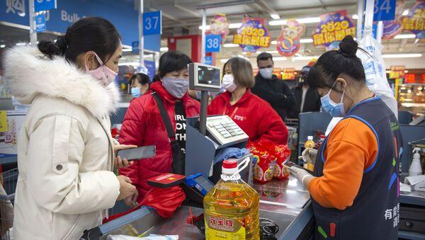 Жители Китая закупают продукты во время разгара эпидемии коронавируса в стране - Sputnik Грузия