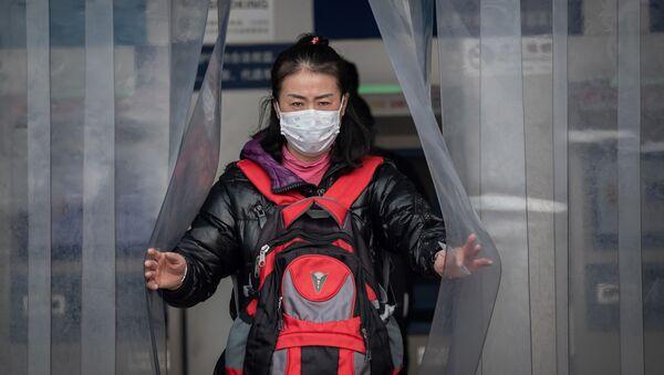 Китаянка в защитной маске - Sputnik Грузия