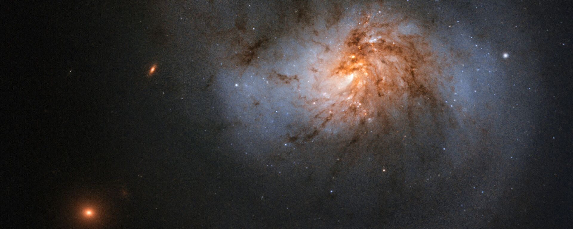 Спиральная галактика с перемычкой NGC 1022 в созвездии Кит - Sputnik Грузия, 1920, 04.09.2021