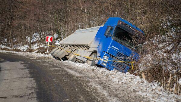 Грузовой автомобиль попал в аварию - Sputnik Грузия