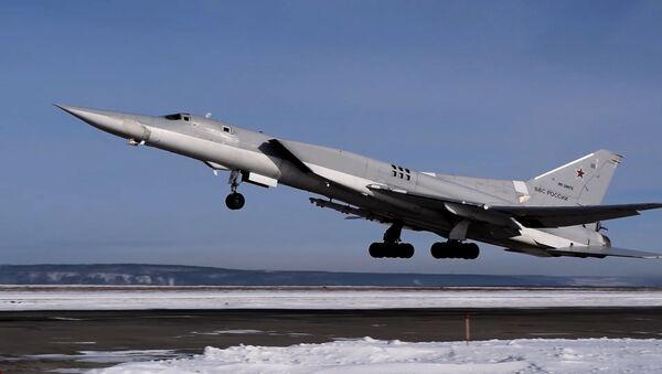 Эскадрилья бомбардировщиков ТУ-22М3 на учениях - видео - Sputnik Грузия