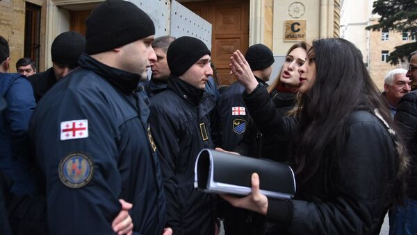 Акция протеста оппозиции у здания парламента 17 февраля - Sputnik Грузия