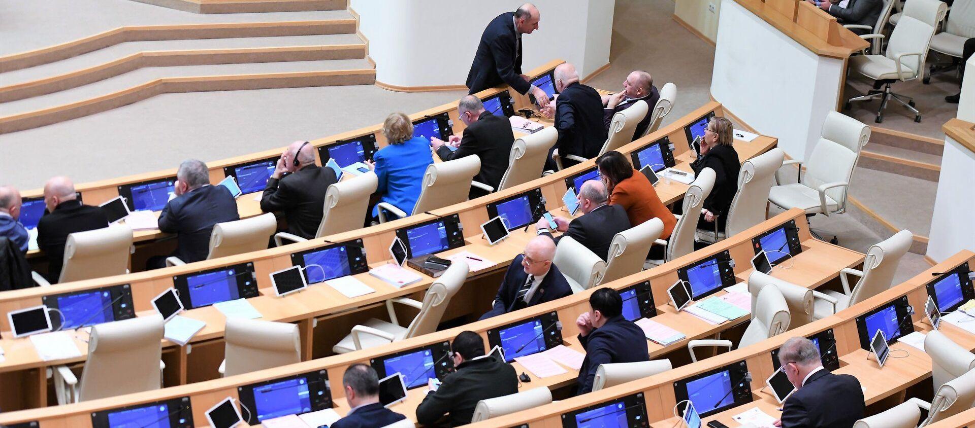 Заседание парламента Грузии. Депутаты - Sputnik Грузия, 1920, 11.01.2021