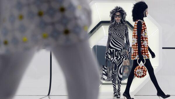 Модели представляют коллекцию Moncler на неделе моды в Милане - Sputnik Грузия