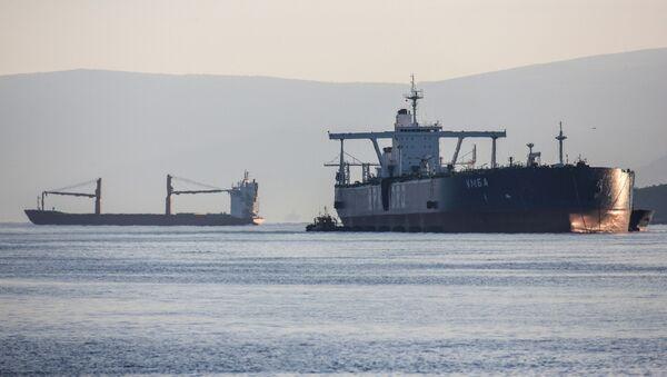 Танкер-накопитель «Умба» на рейде в Кольском заливе - Sputnik Грузия