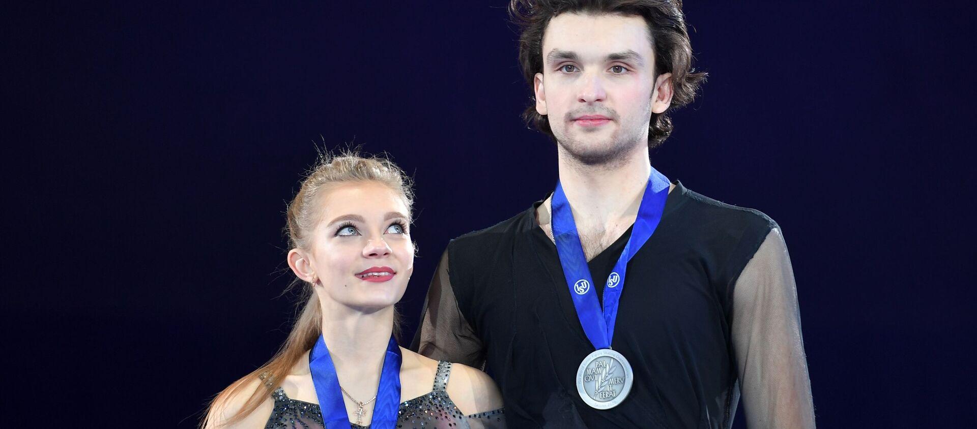 Мария Казакова и Георгий Ревия (Грузия), завоевавшие серебряные медали в соревнования в танцах на льду на чемпионате мира  - Sputnik Грузия, 1920, 08.03.2020
