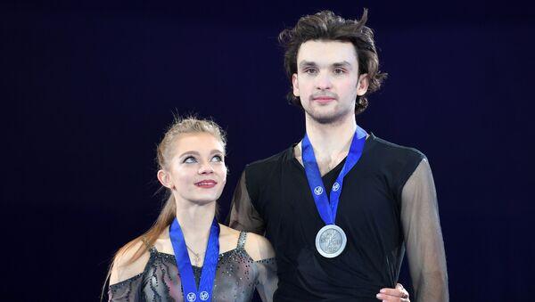 Мария Казакова и Георгий Ревия (Грузия), завоевавшие серебряные медали в соревнования в танцах на льду на чемпионате мира  - Sputnik Грузия