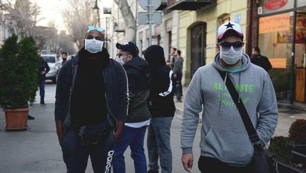Туристы в масках на улице грузинской столицы пытаются защитить себя от коронавируса - Sputnik Грузия