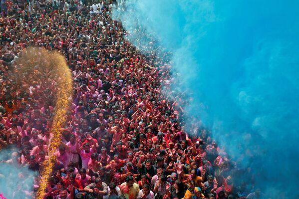 Популярный индийский фестиваль проходит в день полнолуния, его в Индии называют Пхалгун Пурнима - Sputnik Грузия