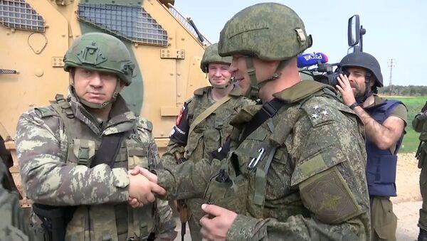 Российские и турецкие военные провели первое патрулирование в Идлибе - Sputnik Грузия
