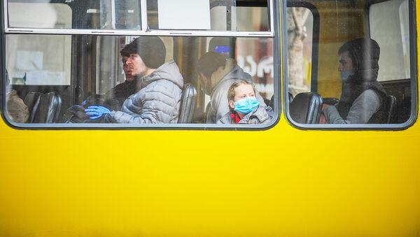 ავტობუსის მგზავრებს პირბადეები უკეთიათ - Sputnik საქართველო