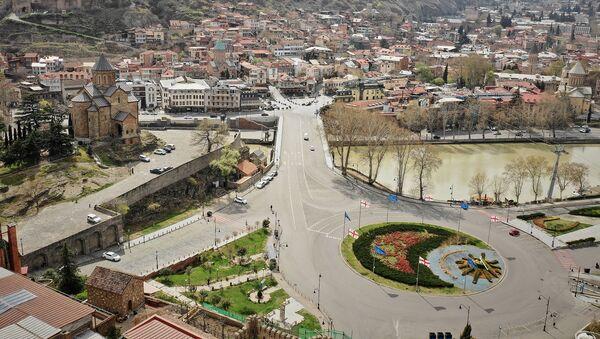Пустые улицы Тбилиси во время карантина. Площадь Европы, Метехская церковь и Метехский мост. В Грузии борются с коронавирусом - Sputnik Грузия