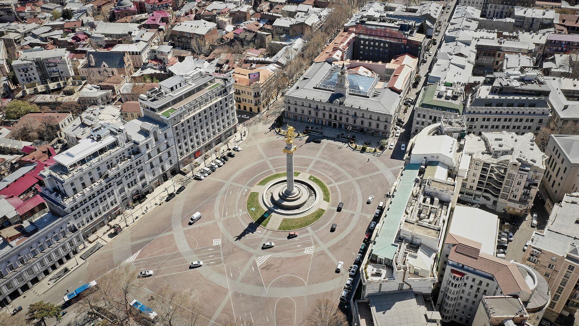Пустые улицы Тбилиси во время карантина. Площадь Свободы. В Грузии борются с коронавирусом - Sputnik Грузия, 1920, 09.09.2021