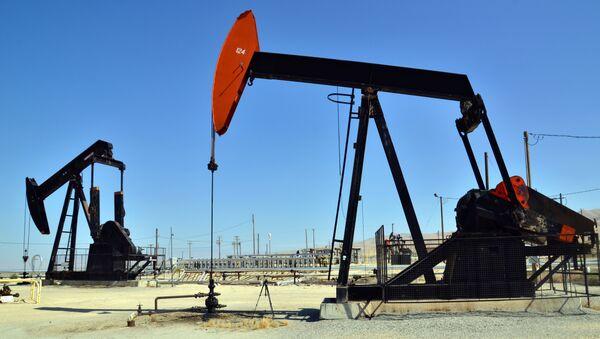 Нефтяные насосы, архивное фото  - Sputnik Грузия