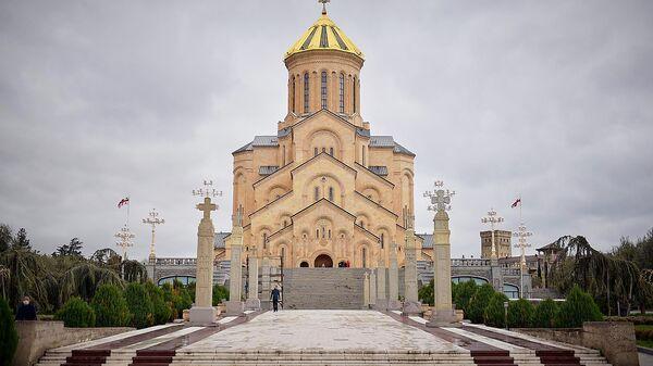 Кафедральный собор Святой Троицы Самеба во время карантина - Sputnik Грузия