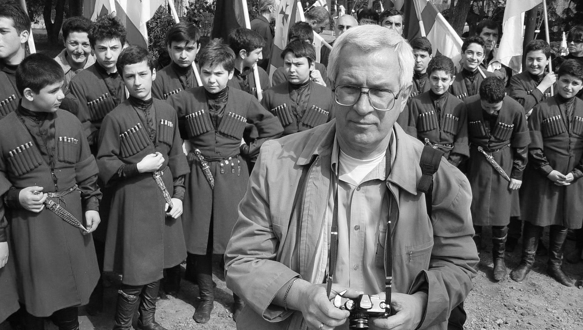Фотограф Георгий (Гоги) Цагарели на съемке - Sputnik Грузия, 1920, 07.04.2021