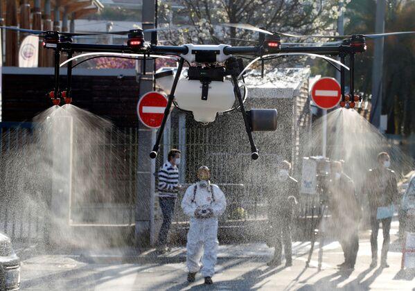 Дезинфекция улиц с помощью дрона в Каннах - Sputnik Грузия