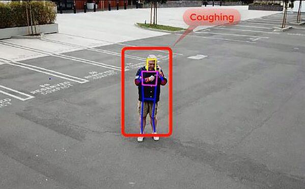 На фото показано, как в работе действует беспилотник, способный обнаружить симптомы вируса в толпе - Sputnik Грузия