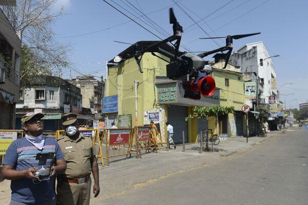 Полицейский беспилотник в Ченнаи в Индии - Sputnik Грузия