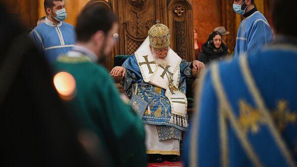Католикос Патриарх Всея Грузии Илия Второй во время службы - Sputnik Грузия