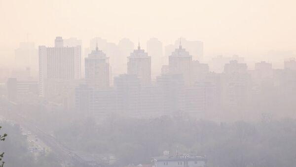 Киев в дыму. Город окутал смог из Чернобыльской зоны - Sputnik Грузия
