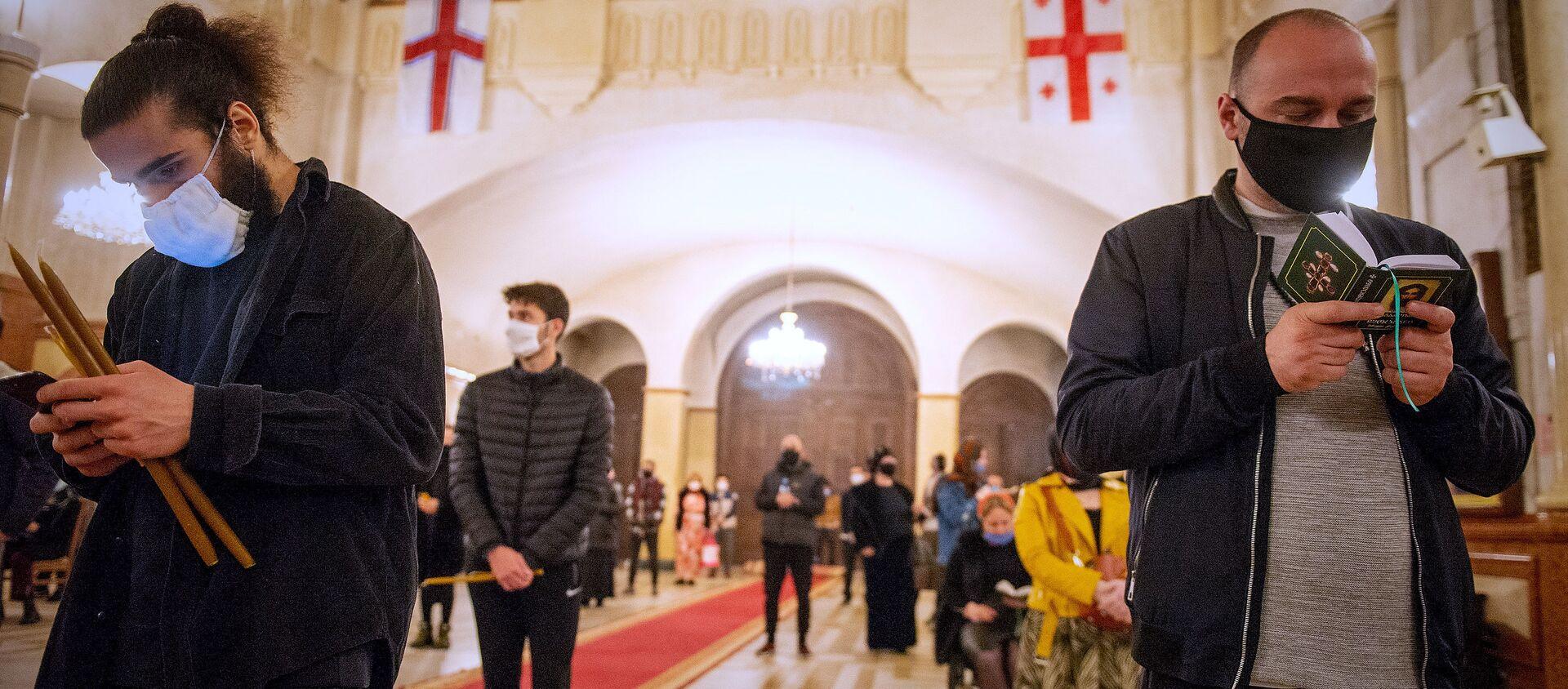 Пасха на дистанции - верующие в храме Святой Троицы Самеба - Sputnik Грузия, 1920, 01.04.2021
