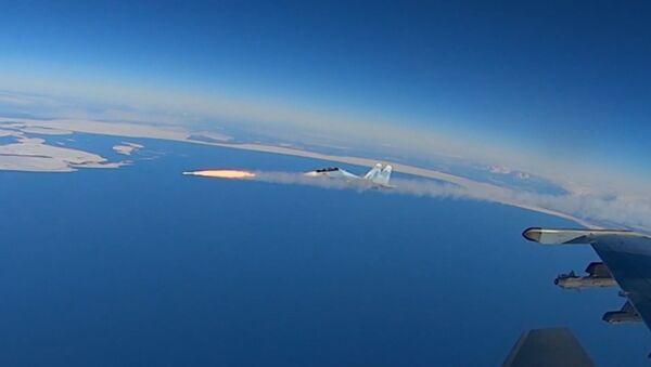 Воздушный бой над Тверской областью - видео - Sputnik Грузия