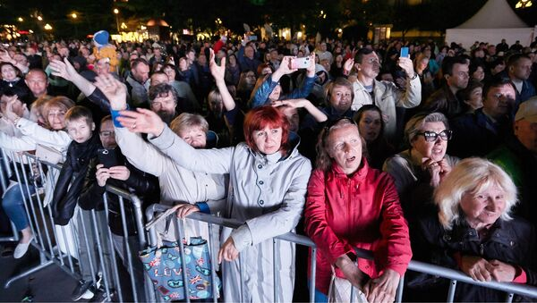Зрители на концерте в Ялте в 2019 году - Sputnik Грузия