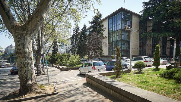 Здание Общественного вещателя Грузии - здесь находится государственное радио, Первый канал и Второй канал ТВ - Sputnik Грузия