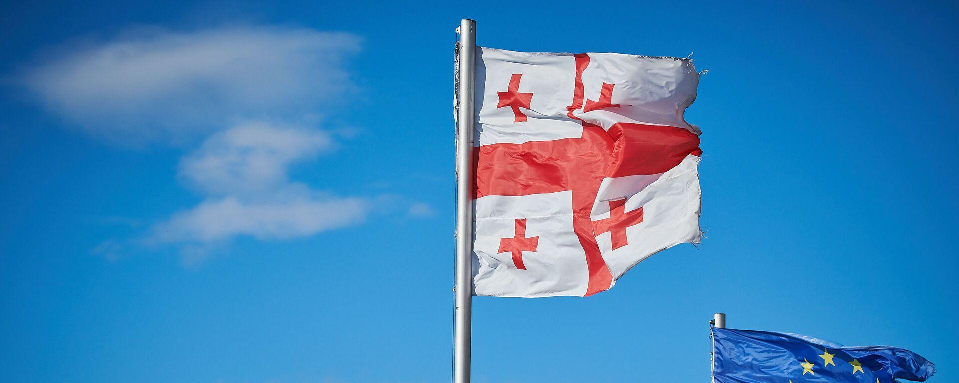 Флаги Грузии и Европы на площади Европы в центре грузинской столицы - Sputnik Грузия, 1920, 31.08.2021