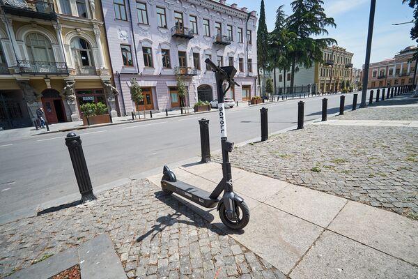 К тому же электросамокаты, или электроскутеры - это экологичный вид транспорта, который не загрязняет окружающую среду - Sputnik Грузия