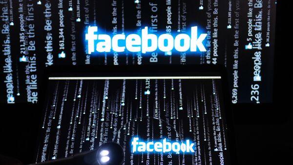 Логотип социальной сети Фейсбук на экране компьютера - Sputnik Грузия