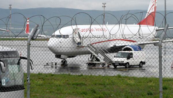 Самолет Грузинских авиалиний доставил в Грузию 61 гражданина страны из Иордании и Саудовской Аравии. Затем их отправили на 14 дневный карантин - Sputnik Грузия