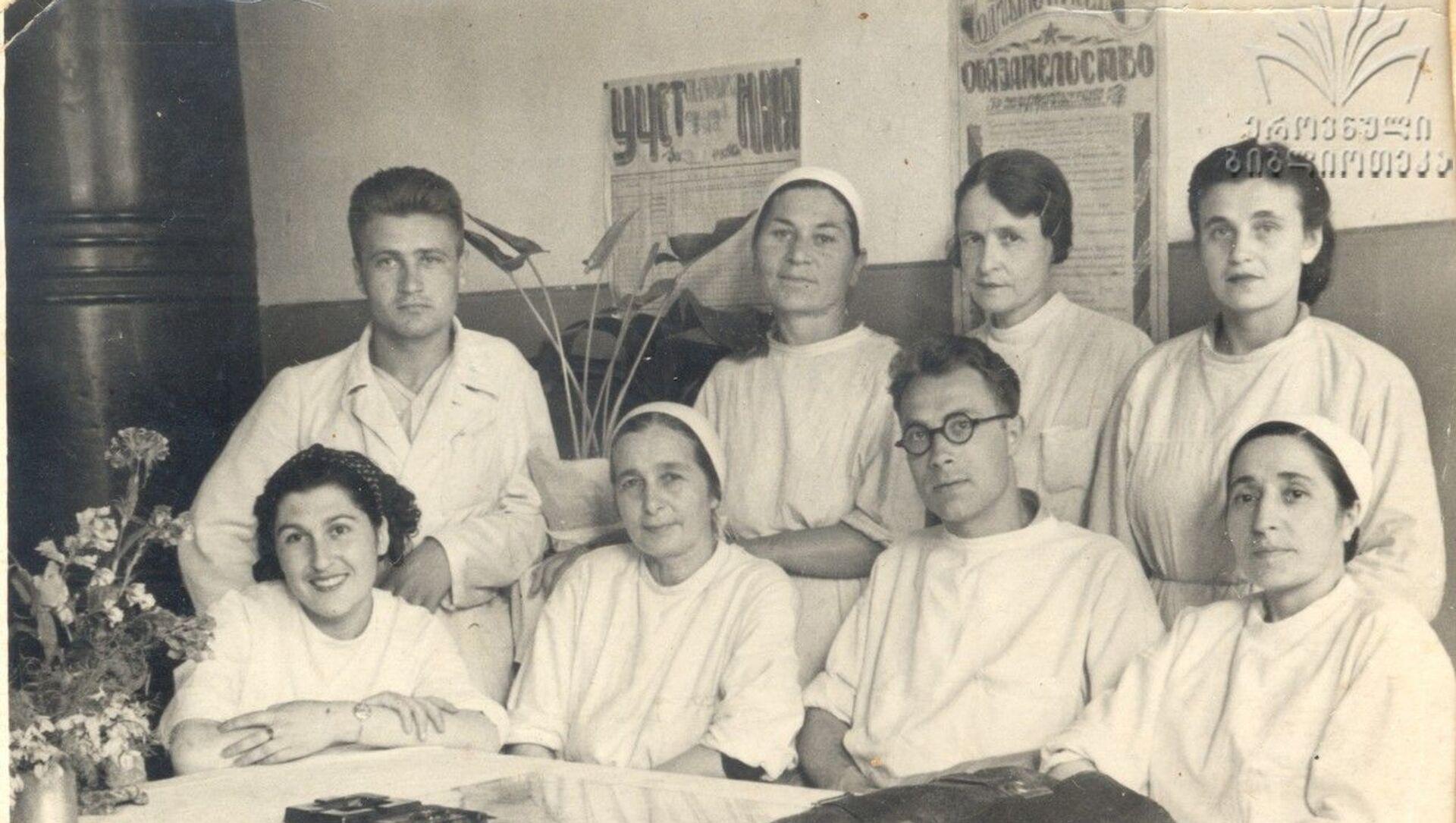 Первая слева: врач Марина Марташвили, военный госпиталь в столице Грузии - Sputnik Грузия, 1920, 07.05.2021